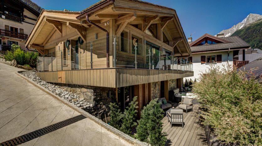 Chalet Rock and Roll, chamonix accommodation, summer & winter season rentalChalet Peace & Love, chamonix accommodation, summer & winter season rental
