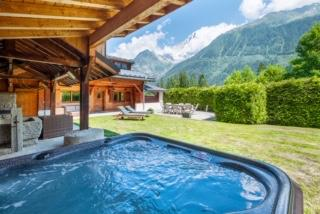 rent a 4 bedroom chalet in Chamonix for the winter season
